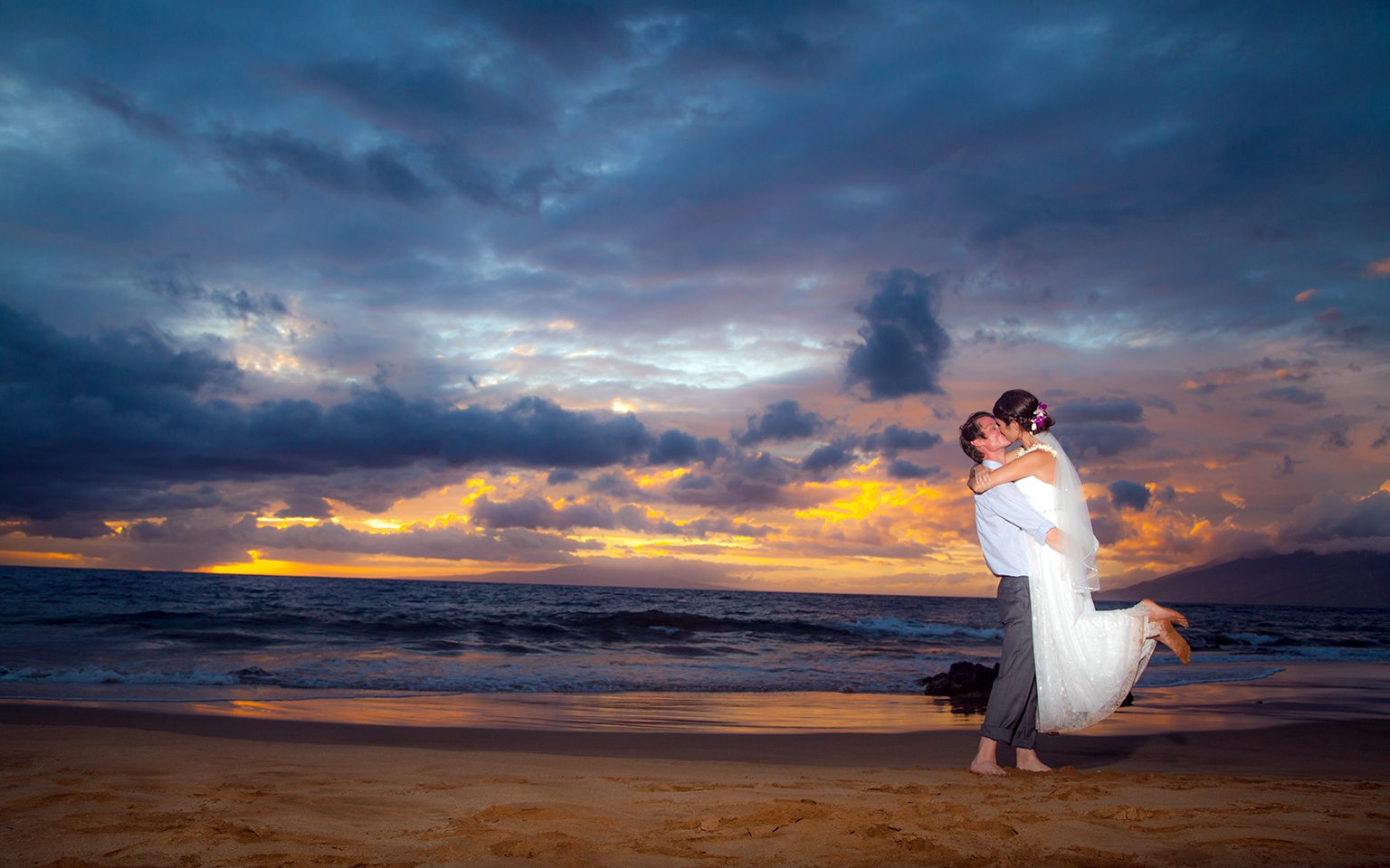 beach wedding_behind the lens maui