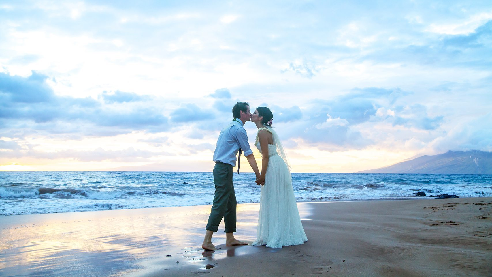 beach weddings_behind the lens maui