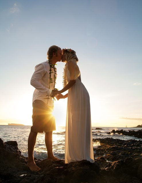 sunset kiss_ behind the lens maui