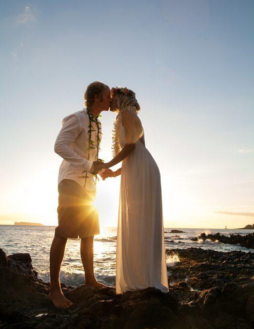 sunset kiss_ behind the lens maui