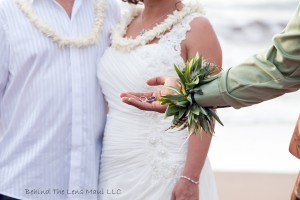 maui wedding photographer, maui beach wedding, wedding rings